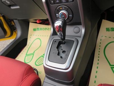 デザインの良い純正シフトレバー装着しています。操作性が良くストレスのないドライブが出来ます