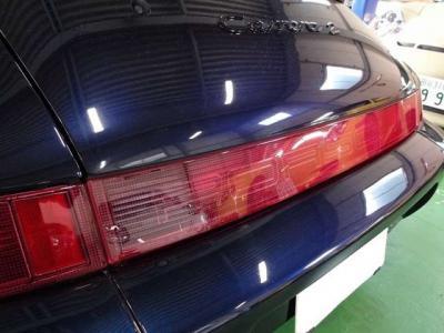 左右テールレンズとリアガーニッシュ3点セット新品交換済です。964はココが汚いとキマりません。