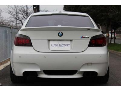 2005y BMW M5 アルピンホワイト ディーラー車 左ハンドル MSレーシングマフラー シュニッツァー20インチAW