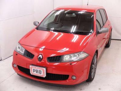 JAAA日本自動車査定協会の査定士資格を持った業界経験10年のスタッフとCAR BEAUTY PROの匠がお客様を温かくお出迎え致します。高品質、低価格という相反するテーマを限界まで突き詰めてまいります。