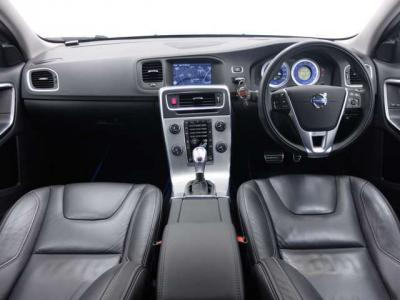 走行距離を考えますと内装の状態は非常に良く、当社CAR BEAUTY PROのスタッフも驚きの品質です。前オーナー様が非常に丁寧に乗っていた事が目に見えて解ります。是非ご覧になって下さい。