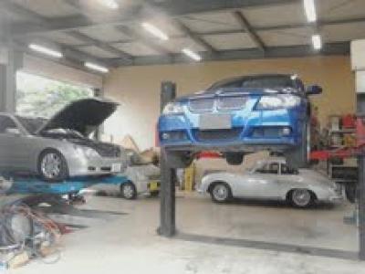 ポルシェからトラックまで匠の技術でお客様のお車をサポート致します。アフター整備、車検もお任せ下さい。