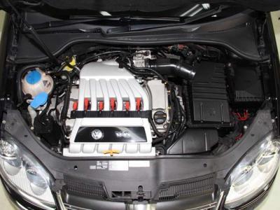 250ps 4WDで走りに徹する6速DSGにパドルシフト! トルクで走る車です! 燃費やフィーリングについては何でも聞いて下さいネ。細かく何でもお答えします! 一番のポイントは走りの安定感! エンジンはこんなに綺麗です!