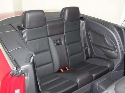 後部座席が大きなオープンカーです!! 走行は多くても、乗車時間が短い分、使用感も少なく、リアシートもこのように綺麗ですョ!