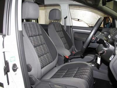 運転席、助手席もこんなに綺麗ですョ!!