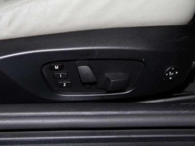 メモリー機能付きダブルパワーシートにダブルシートヒーター付きです!!