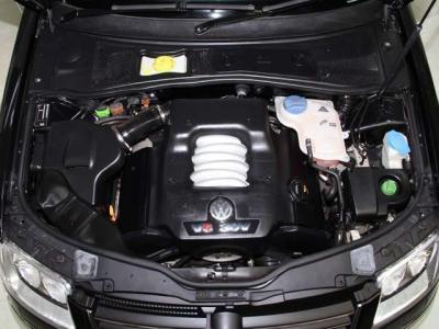 中古車で重要なエンジンルームはこんなに綺麗ですョ!! 機関もとても良好でとっても頑丈なエンジンです!!