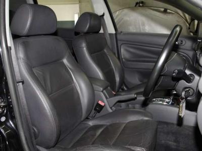 禁煙車で 運転席、助手席もこんなに綺麗ですョ!!
