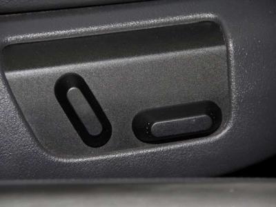 運転席・助手席はパワーシートにシートヒーター付きで、快適です!!