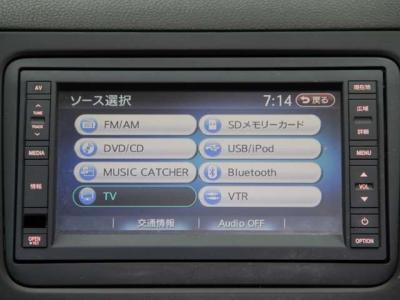純正HDDナビは地図は勿論 Bluetoothが付いておりますので、携帯の通話やミュージックがコードレスで聴けて、フルセグテレビ、DVDビデオ、音楽サーバ-などもご利用頂けます!! とても便利ですョ!!