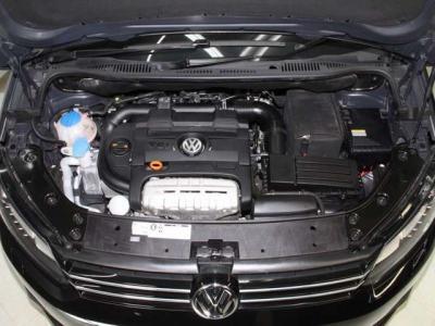 中古車で重要なエンジンはルーム内もこんなに綺麗ですョ!! 機関も大変良好です!! 当社では入庫時に全車テスターを使いコンピューター診断を行い、更に高速道路を使いロードテストも確りと行っております。