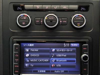 純正のナビゲーションにフルセグTV、DVDビデオ、携帯通話と音楽の聴けるBluetoothとUSBケーブル、重宝するバックカメラも充実装備でどれも良好です。(ナビ操作、フルセグTVとDVDビデオは走行中でも視聴可能です。)