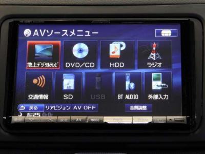 8インチのアルパインワイドナビに、走行中も視聴可能のフルセグTV、携帯通話と音楽の聴けるBluetoothにミュージックサーバー(CD約3000曲収録可)、DVDビデオ、重宝するバックカメラとバックセンサーのフル装備です!!