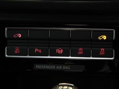 """駐車時も安心の""""ParkAssist""""パークアシストは後期モデルより装備されております。"""