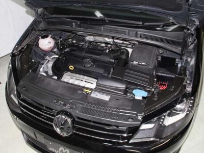 中古車で重要なエンジンはルーム内もこんなに綺麗です! 機関も大変良好です! 当社では入庫時にすべての車両にテスターを使いコンピューター診断を行い、更にロードテストも高速道路を使い確りと行っております。
