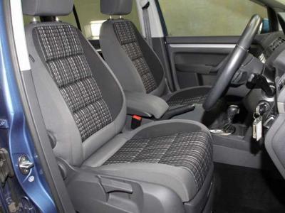 使用感もほとんど無く、運転席、助手席、車内は全体的にこんなに綺麗です!!