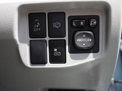 ソーラーパネルのおかげで駐車中もエアコンで室内の温度を下げられます!夏はありがたい装備ですね!