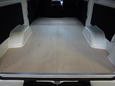 NV350キャラバン 仕事用床張り加工 CF無し