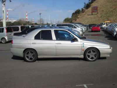 運転席側です。目立つ傷や凹みは無く、綺麗な状態です。