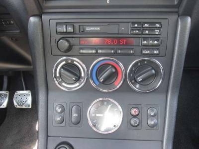 純正カセットデッキです。トランクルームにCDチェンジャーが装着されています。シートヒーター付です。