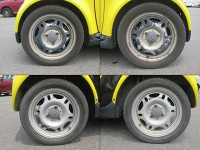 純正鉄ホイールが装着されています。タイヤブランドは、グッドイヤーです。タイヤサイズは、145/65R15です。スタッドレスタイヤです。