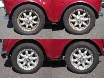純正アルミホイールが装着されています。タイヤブランドは、ダンロップです。タイヤサイズは、145/70R12です。残り溝はフロントが5mm、リアが5mmです。