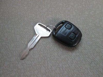 キーレスリモコンと鍵が1つずつです。