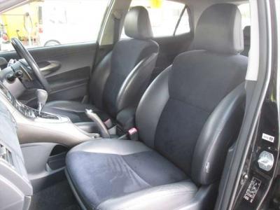 フロントシート、ハーフレザーシートで綺麗な状態です。目立つようなシミや気になるような匂いはありません。