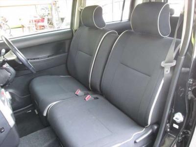 フロントシート、綺麗な状態です。運転席は電動シートになります。目立つようなシミや気になるような匂いはありません。