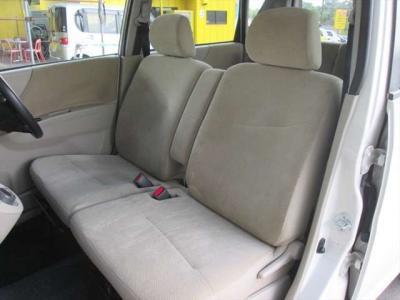 フロントシート、多少汚れがあります。気になるような匂いはありません。