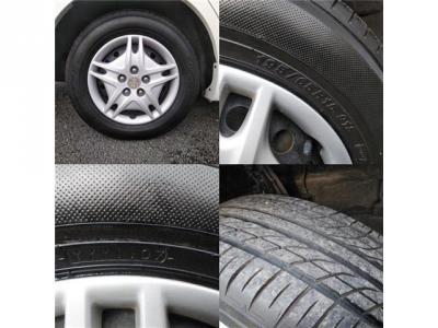 純正のホイルキャップのタイヤです、溝はございますが製造が古めなのでお早目の交換必要になるかもしれません(>_<)