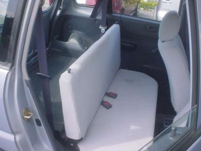 ■バンタイプは後席ベンチシートが固めです。