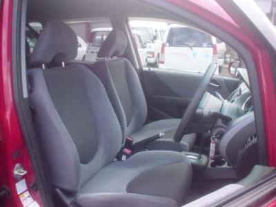 ■前席シートはホンダらしくホールド性が高いものとなっております。