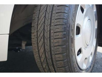 タイヤの溝はまだまだあります。交換はまだまだ先です。