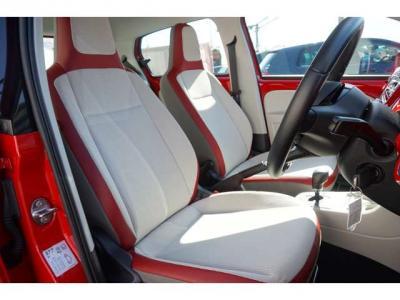 シートがかわいいんです。白と赤がうまい感じでかわいいですね。シート自体もキレイでいい状態です。