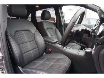 シートはハーフレザーでとてもキレイです。座り心地もとてもいいです。長距離ドライブも楽に行けそうな感じです。