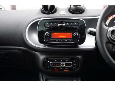 オーディオとエアコンです。エアコンはオートです。オーディオはブルートゥースも使えます。
