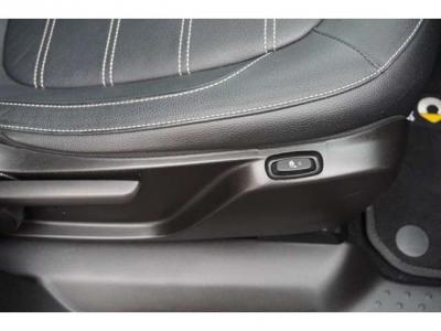 前側のシートにはシートヒーターが付いてます。冬はとってもあったかくとっても便利です。
