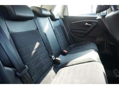 後ろのシートの結構広くて大人がしっかり乗れます。みんなでお出かけしたいですね。