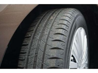 タイヤの溝はたっぷりあります。まだまだ交換は先になりそうです。