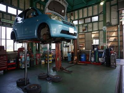 提携先の整備工場です。車検に各種整備、かなり高度なことまで対応できます。アフターサービスもお任せください。