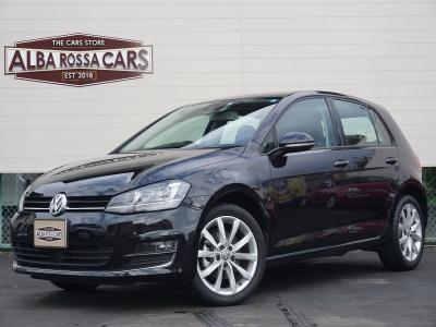 VW ゴルフ TSIハイラインBMT カッコいい黒です。ハイラインは17インチホイールだからカッコいいです。