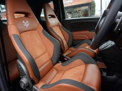 アバルト595 コンペティツィオーネ! サベルトのアルカンターラ&レザーのセミバケットシート。最高!