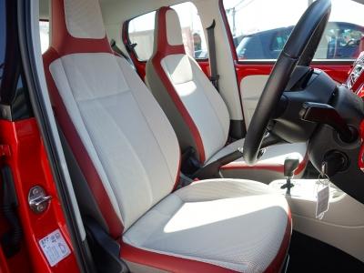 赤いハイアップ!のシートです。いいでしょ。かわいいんです。なかなか気分が上がりますよ。